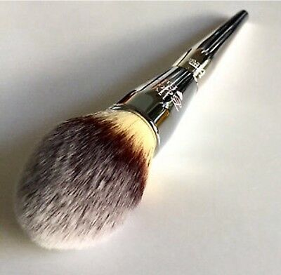 It Cosmetics  Live Beauty Fully Complexion Powder Brush #225