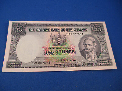 "1967 Banknote New Zealand Five Pounds with security thread "" Fleming "". UNC"