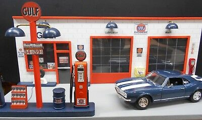 """ Gulf "" Vintage Gas Station Front Diorama W/ Pumps 1:18Th, Hand Crafted, New"