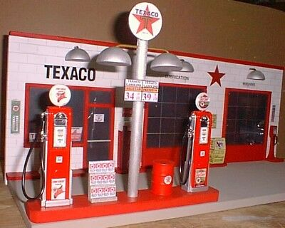 """"""" Texaco """" Vintage Gas Station Front Diorama W/ Pumps 1:18Th, Hand Crafted, New"""