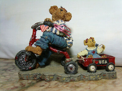 2001  Boyds Bears & Friends Ross With Betsy Everybody Loves A Parade #227809-1V