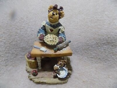 Boyds Bears & Friends Momma Bearybake w/ Lil Tart Made w Love #228414 figurine