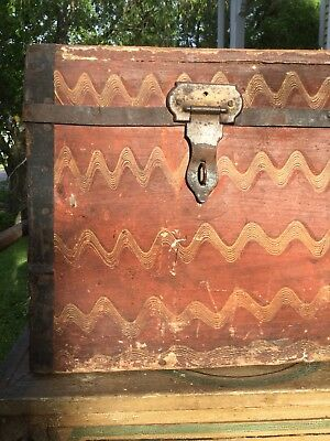 RARE 18th Century 1700's Comb Painted Box Chest Trunk Original Dry Surface Paint