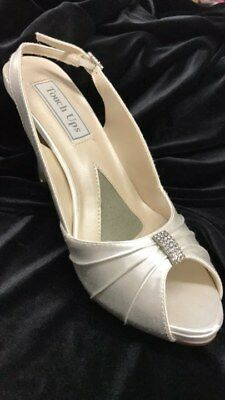 Touch ups Iris Ivory satin shoe with a 3.25 inch heel size 10