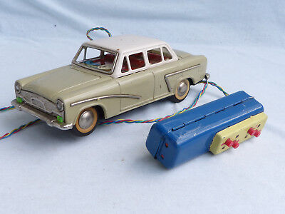 Red China ME 746 Shanghai SH 760 Sedan Battery Operated Blech Auto Tin Toy