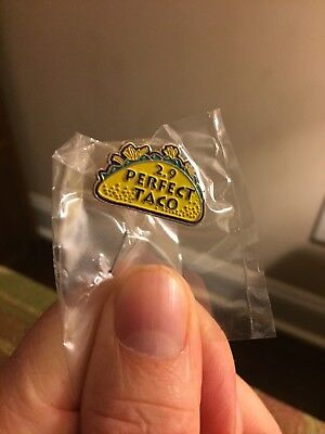 Rare Taco Bell Hat lapel Pin Live Mas fire live mas Perfect 2.9 vintage