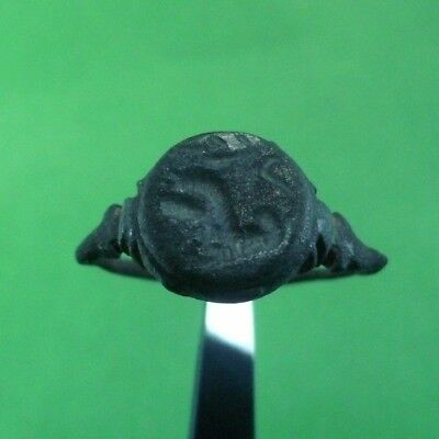 Superb Ancient Roman Bronze Ring With Lion -  100/200 Ad