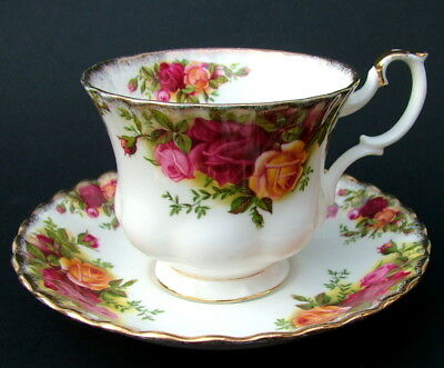 Royal Albert Old Country Roses  Pattern 100ml Coffee Cups & Saucers Look in VGC