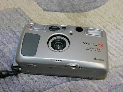 Yashica T 5  Carl Zeiss T Tessar  3,5 / 35mm.