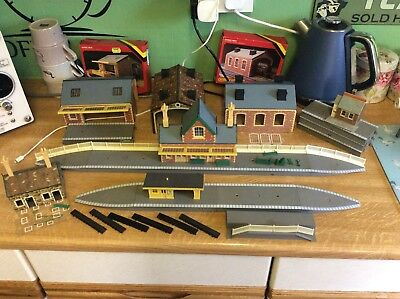 oo Gauge Job Lot Of Hornby Station,Platforms & engine Sheds Etc