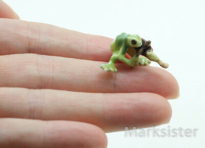 Figurine Animal Miniature Ceramic Tiny Green Frog Playing Violin - FG009-4