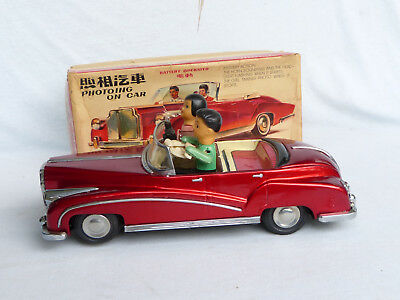 Red China ME 630 Photoing on Car Blech Auto Tin Toy Car 70er Jahre in Box 31cm