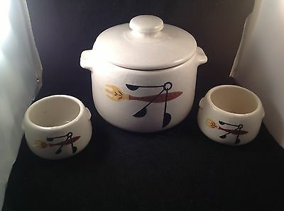 Vintage West Bend WBE1 Bean Pot With Lid And 2 Bowls Kitchen Utensil Pattern