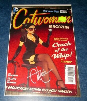 CATWOMAN #32 signed BOMBSHELL variant ANT LUCIA 1st print DC COMIC 2014 NM COA
