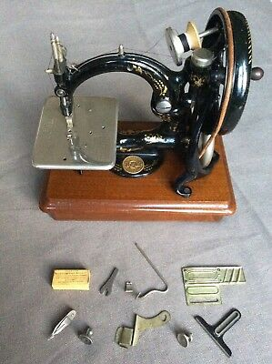 Outstanding Willcox & Gibbs Chainstitch Sewing Machine Old Antique Wilcox Extras