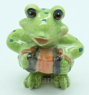 Figurine Animal Ceramic Statue Green Frog Playing Accordion Musical - SMC032