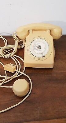 Vintage annee 70 Telephone ancien ocre jaune  phone