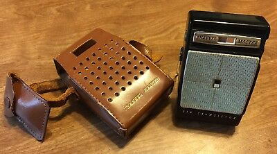 Vintage CHANNEL MASTER Transistor AM Pocket Radio Black With Leather Case