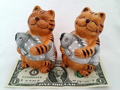 UNUSED Striped Yellow Tiger Cats Fish Smiling Kitties Salt & Pepper Figurine VTG