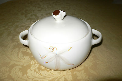 Winfield True Porcelain HAND CRAFTED CASSEROLE BOWL WITH LID