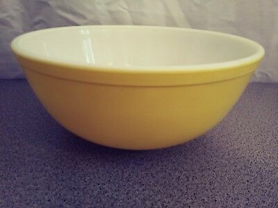 Vintage Pyrex 4 Qt Primary Color Solid Yellow Mixing  Baking Nesting Bowl Mint