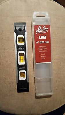 """Malco 9"""" L9M Torpedo Level  with Magnet and Hard Plastic Case / Great Condition"""