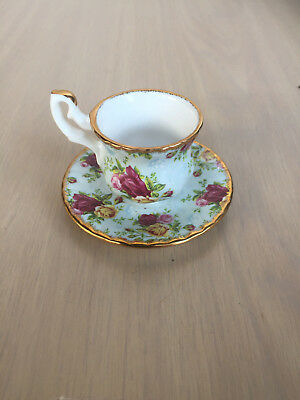ocr Royal Albert MINI CUP N SACUER blue damask 2002 old country roses RARE engli