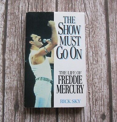 QUEEN - The Life Of Freddie Mercury The Show Must Go On 1992 Biography Book