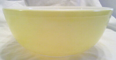 Vintage Primary Yellow Pyrex #404 4 Qt. Mixing Nesting Bowl