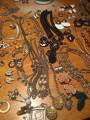 Lot 90+ Pieces Of Vintage Costume Jewelry Clip On Earrings Necklaces Pins