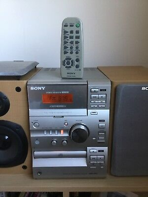 SONY HI-FI STEREO CD and CASSETTE System With Speakers And Remote CMT-CP1 SILVER
