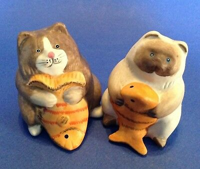 Salt And Pepper Shakers - Brown Tabby And Siamese Cats Kittens With Goldfish