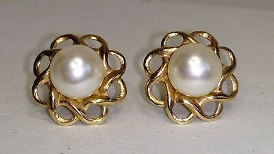 Vintage Hallmarked 9ct Yellow Gold Pretty Pair of Cultured pearl Set Earrings
