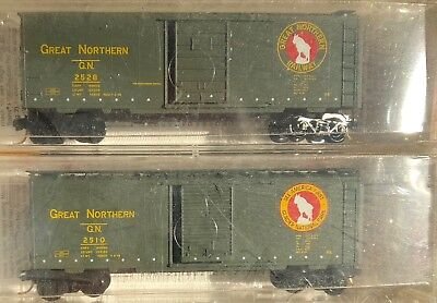 2-pack of Great Northern 40ft boxcars - Micro-trains  (N gauge)
