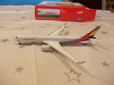 Herpa Wings 529983 Asiana Airlines Airbus A350-900 1/500