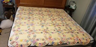 Fine Vintage Hand Sewn Quilt Feedsack  Scalloped  Wedding Ring Pattern