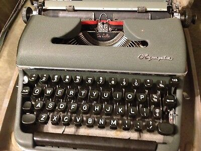 Old Vtg 1950s Olympia De Luxe SM3 Portable Typewriter Green Clean Works W/ Case