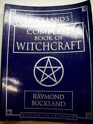 Buckland's Complete Book of Witchcraft by Raymond Buckland (2003, Paperback)