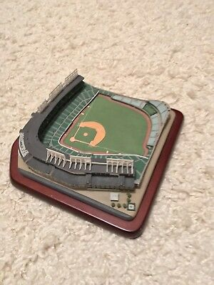 DANBURY MINT MODEL stadium replica of Wrigley Field -  40.00  3781a4443