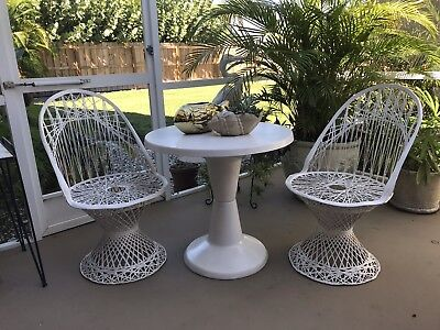 Vtg Mid Century Mod Russell Woodard Pair of Spun Fiberglass Chairs and Table