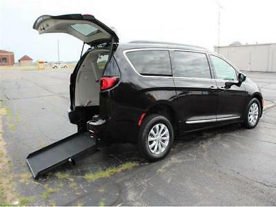 2017 Pacifica Touring-L 2017 Chrysler Pacifica Touring L Wheelchair Accessible Handicap Van
