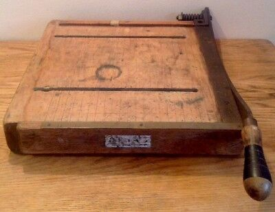 VINTAGE LARGE HEAVY WOODEN GUILLOTINE WITH BRASS RULE 38xm X 54cm X 9cm