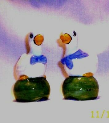 Ducks E42 20.421 Ceramic Quacker Couple Pie Birds