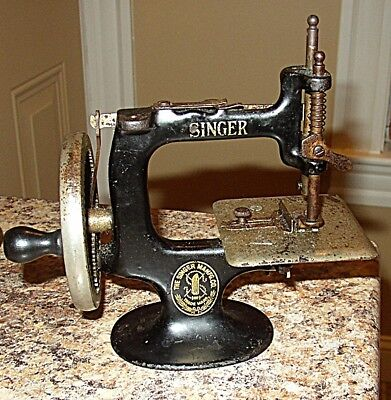 Antique Working Cast Iron Toy Singer Sewing Machine With Hand Crank