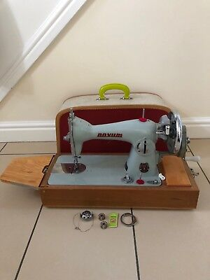 Vintage Novum Sewing Machine In Case