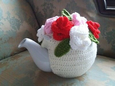 Vintage Tea Room 10 cup XL pot crochet cream with bouquet of roses tea cosy