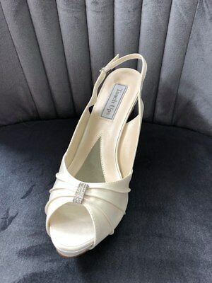 Touch ups Iris Ivory satin shoe with a 3.25 inch heel size 11