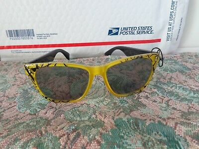 121d7f5754 Funky Vintage Pair Of Foster Grant Sunglasses - Geometric Print - New  Samples