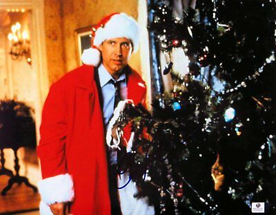 Chevy Chase Signed Autographed 11X14 Photo Christmas Vacation w/Tree GV848435