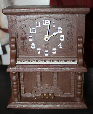 Vintage Spartus Upright Piano Novelty Electric Table Clock 1970s Works